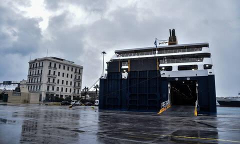 Δεμένα πλοία στα λιμάνια - Ποια δρομολόγια δεν πραγματοποιούνται