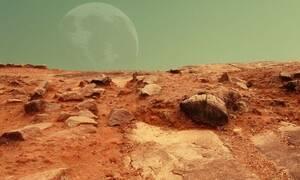NASA: «Πάγωσαν» οι επιστήμονες με αυτό που ανακάλυψαν σε κρατήρες στον Άρη