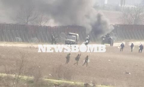 Το Newsbomb.gr στα άγρια επεισόδια στις Καστανιές – Οι μετανάστες προσπαθούν να κόψουν τα σύρματα