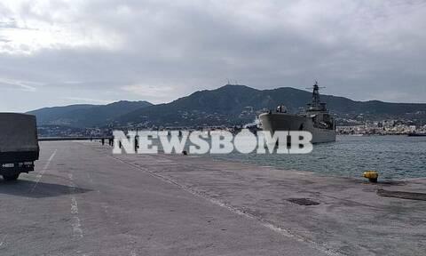 Αποστολή Newsbomb.gr: Στη Μυτιλήνη το αρματαγωγό που θα μεταφέρει μετανάστες στην ενδοχώρα