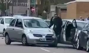 Εικόνες ΣΟΚ: Τον τράκαρε και πήγε να τον σκοτώσει με το αμάξι του (pics+vid)