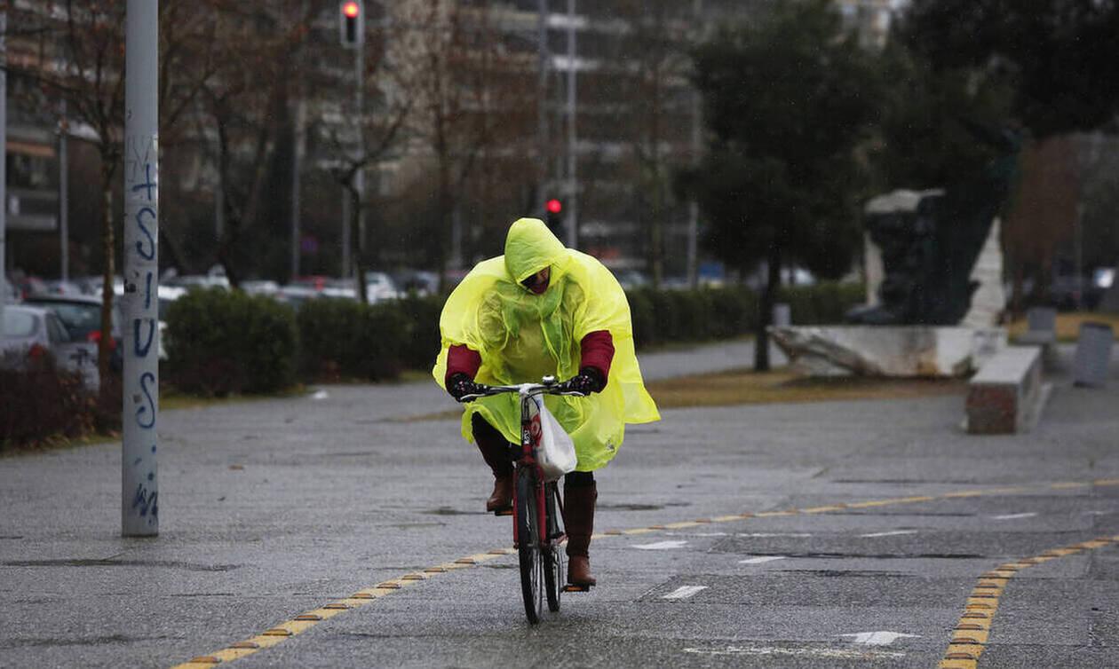 Καιρός: Επιμένουν οι βροχές και την Πέμπτη - Σε ποιες περιοχές θα είναι έντονα τα φαινόμενα (χάρτες)