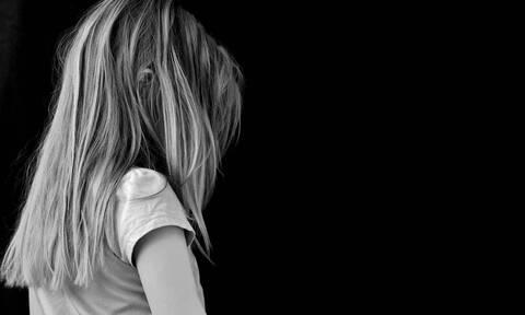Λάρισα: Άνοιξε την πόρτα του μπάνιου και είδε τον πατέρα του να ασελγεί στην 9χρονη αδερφή του