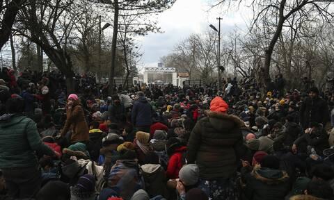 Έβρος - Βίντεο ντοκουμέντο του Newsbomb.gr: Μετανάστες προσπαθούν να περάσουν παιδιά στην Ελλάδα