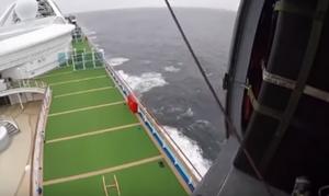 Κοροναϊός - Bίντεο: Ελικόπτερο προμηθεύει επιβάτες κρουαζιερόπλοιου με τεστ διάγνωσης του ιού