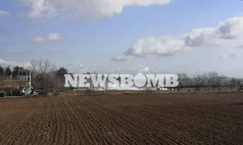 Το Newsbomb.gr στον Έβρο - Φωτογραφία-ντοκουμέντο: Τούρκοι αστυνομικοί ετοιμάζονται για ρίψη χημικών
