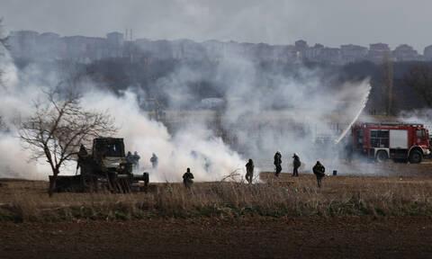 Ακήρυχτος πόλεμος στον Έβρο: Χημικά από τους Τούρκους για να μπουν οι μετανάστες στην Ελλάδα