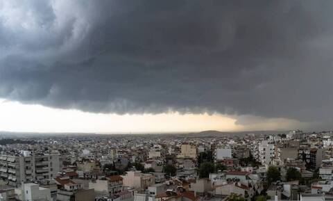 Καιρός: Βροχές και καταιγίδες την Κυριακή - Ποιες περιοχές θα σαρώσει η κακοκαιρία