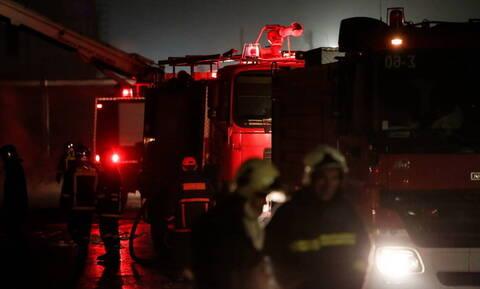 Μεγάλη φωτιά σε αποθήκη στη Μυτιλήνη (vid)