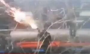 Έβρος: Βίντεο ντοκουμέντο – Τούρκος στρατιώτης εκτοξεύει χημικά προς τις ελληνικές δυνάμεις