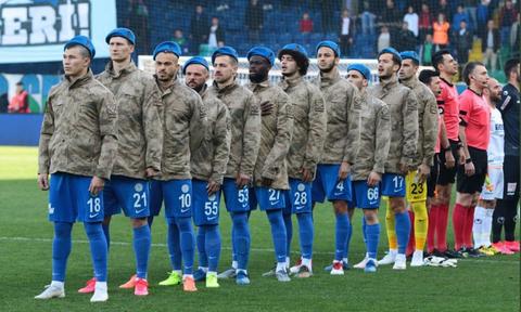 Τουρκία: Με στρατιωτικές στολές οι παίκτες της Ρίζεσπορ κόντρα στην Αλάνιασπορ