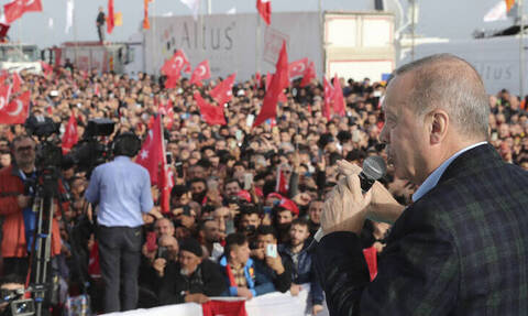 Χυδαία προπαγάνδα Ερντογάν: «Η Ελλάδα βασανίζει πρόσφυγες - Ας ανοίξει τις πύλες για να απαλλαγεί»