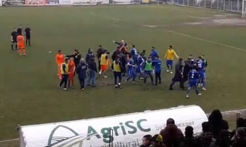 Επεισόδια σε αγώνα της Football League (video)