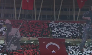 «Πλύση εγκεφάλου» από το καθεστώς Ερντογάν: Κορεό με Τούρκους στρατιώτες στο γήπεδο της Σίβασπορ