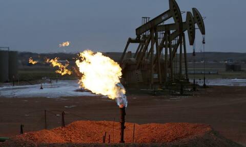 Σοκ και δέος στην τιμή του πετρελαίου: Υποχωρεί 27% και αγγίζει τα 30 δολάρια στις αγορές της Ασίας