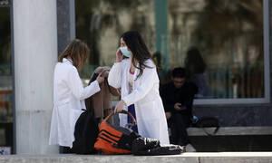 Κοροναϊός: Ποια είναι τα συμπτώματα - Πώς μεταδίδεται ο ιός και όλα όσα πρέπει να ξέρετε