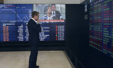 Ο κοροναϊός «γκρεμίζει» τις αγορές - «Μαύρη Δευτέρα» με τεράστια πτώση και στο Χρηματιστήριο Αθηνών