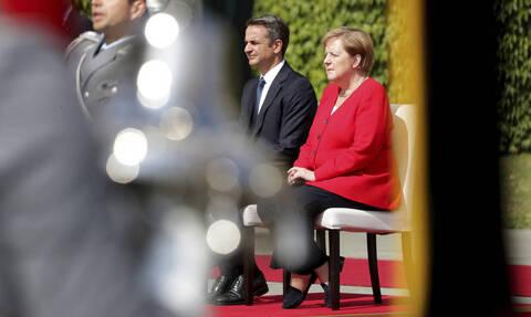 Мицотакис и Меркель обсудят ситуацию с беженцами в районе Эвроса