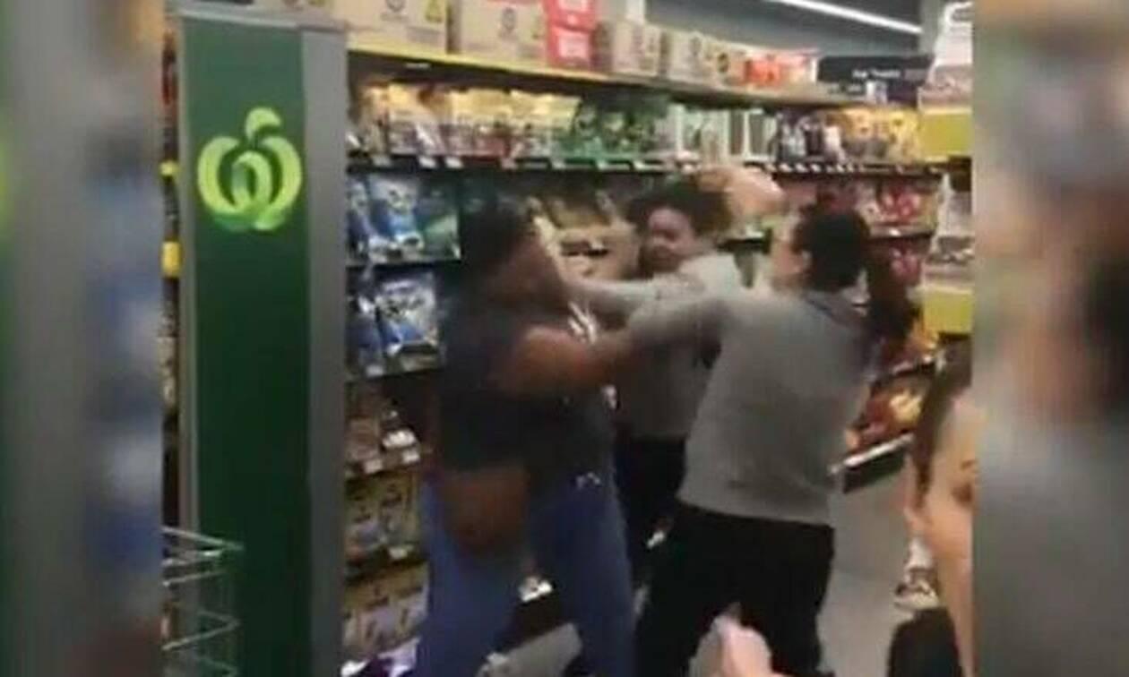 Κοροναϊός: Γυναίκες πλακώθηκαν σε σούπερ μάρκερ - Απίστευτος ο λόγος του καυγά (vid)