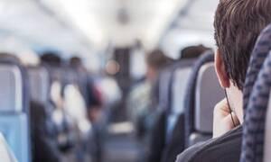 Πανικός σε πτήση: Επιβάτης φτερνίστηκε σε αεροπλάνο – Δεν φαντάζεστε τη συνέχεια (pics)