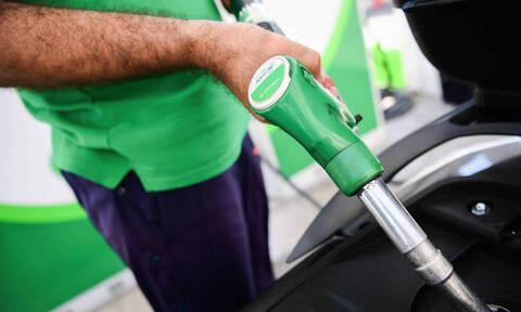Πλαφόν στη βενζίνη και πρόστιμα στις εταιρείες πετρελαιοειδών αν δεν ρίξουν τις τιμές
