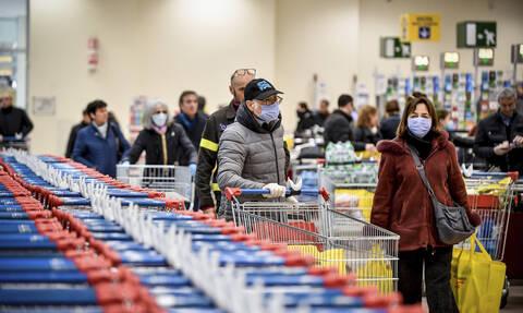 Κοροναϊός - Εικόνες πανικού στην Ιταλία: Επιδρομή στα σούπερ μάρκετ – Άδειασαν τα ράφια (pics)