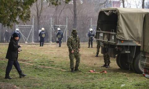 Έβρος - Ρίγη συγκίνησης: Η μπάντα του Στρατού παιανίζει το Μακεδονία ξακουστή στα σύνορα