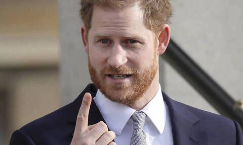 Την «πάτησε» άσχημα ο Πρίγκιπας Χάρι – Δείτε τι έπαθε λίγο πριν εγκαταλείψει και τυπικά το παλάτι