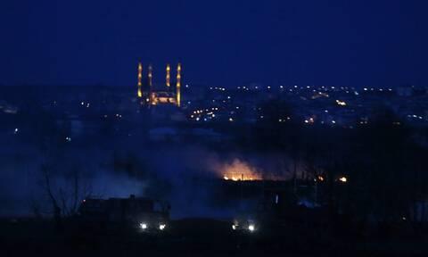 Έβρος: Νύχτα αγωνίας στα σύνορα - Φωτιές, πετροπόλεμος και... νέα πολιορκία