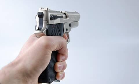 Τη λήστεψε με όπλο αλλά τον αναγνώρισε από τη φωνή - Απίστευτο αυτό που ακολούθησε (pics+vid)