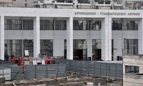 Περίεργη ανάληψη ευθύνης για τη φωτιά στο Ειρηνοδικείο της Αθήνας