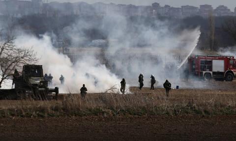Έβρος: Νέος γύρος έντασης με μολότοφ – Με συλλήψεις και τουρμπίνες αέρα απάντησαν οι Έλληνες