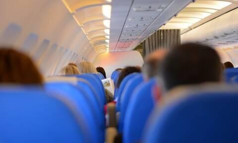 Χαμός σε πτήση: Είπε ψέματα πως έχει κοροναϊό - Αυτό που έγινε δεν το περίμενε κανείς
