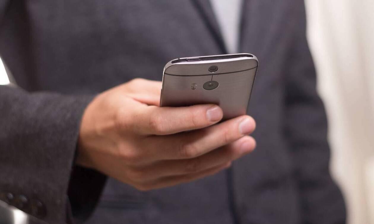 Κορονοϊός: Πώς πρέπει να καθαρίζουμε κινητά και λάπτοπ καθημερινά (photos)