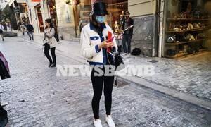 Κοροναϊός - Ρεπορτάζ Newsbomb.gr: Με μάσκες και γάντια στους δρόμους της Αθήνας - Απίστευτες εικόνες