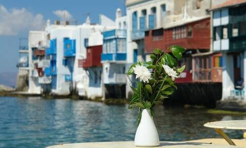 Κορονοϊός: Κατεβάζουν ρολά και τα τουριστικά καταλύματα σε όλη τη χώρα