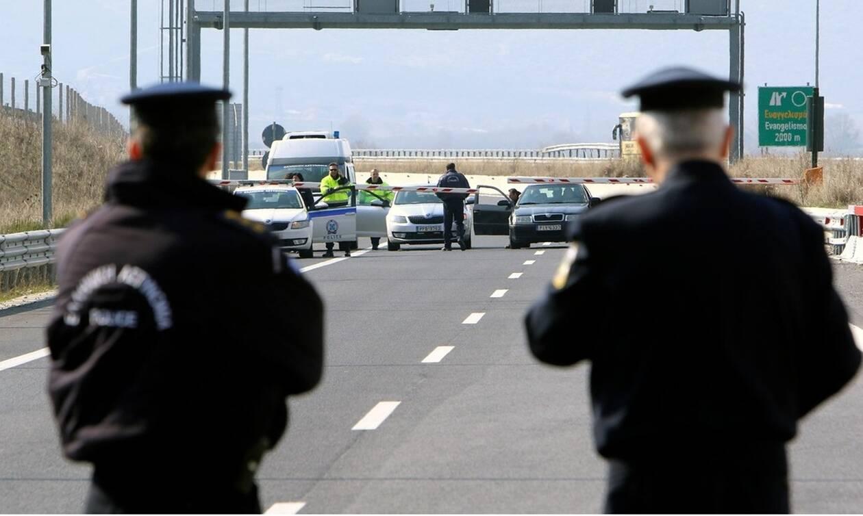 Κορονοϊός - Πιο αυστηρούς περιορισμούς σκέφτεται η κυβέρνηση