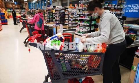Κορονοϊός: Έμφραγμα στα σούπερ μάρκετ – Παραδόσεις παραγγελιών μετά από 10 ημέρες