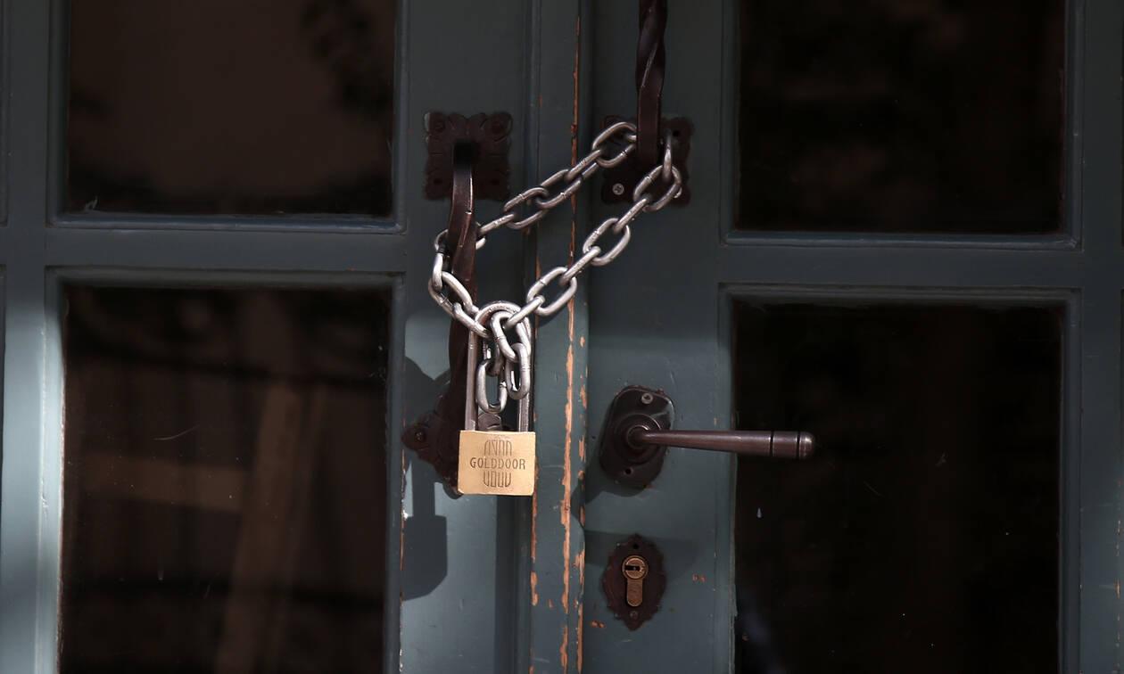 Κορονοϊός: Έκκληση να κλείσουν όλα τα καταστήματα - Καταγγελίες για εκβιασμούς εργαζομένων