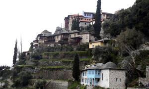 Κορονοϊός: Συναγερμός στο Άγιον Όρος με ύποπτο κρούσμα