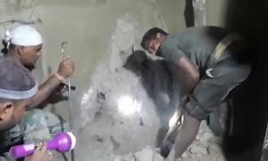 Έσκαψαν τον τοίχο και ανατρίχιασαν με αυτό που βρήκαν μέσα!