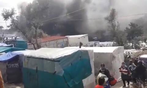 Μόρια: Νεκρό ένα εξάχρονο παιδί– Πυρκαγιά κατακαίει το ΚΥΤ