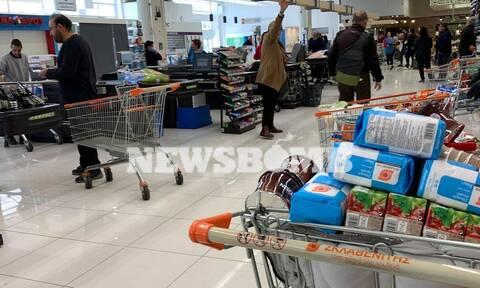 Κορονοϊός: «Νεκρώνει» από Τετάρτη η αγορά – Ποια μαγαζιά κλείνουν και ποια μένουν ανοιχτά