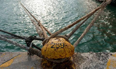 Απαγορευτικό απόπλου: Σε ποια λιμάνια είναι δεμένα τα πλοία λόγω των θυελλωδών ανέμων