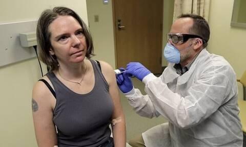 Κορονοϊός: Η μητέρα - ελπίδα για την ανθρωπότητα - Ποια είναι η γυναίκα που έλαβε το εμβόλιο