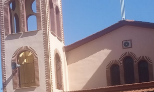 Το πανό εκκλησίας που έγινε Viral: «Δεν κολλάει ιό, κολλάει... Θεό» (photo)
