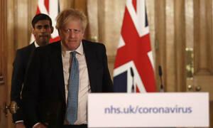 Κοροναϊός Βρετανία: Μέτρα προαναγγέλλει μετά την κατακραυγή ο Μπόρις Τζόνσον