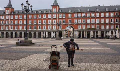 Κορονοϊός: Συναυλίες στα μπαλκόνια, μπίνγκο και γυμναστική-Έτσι περνούν οι Ισπανοί στην «καραντίνα»