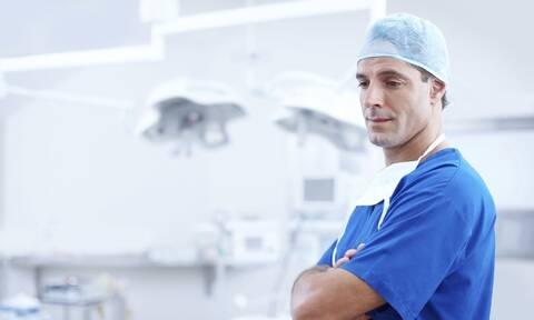 Κορονοϊός: Γιατροί και νοσηλευτές έδιναν «μάχη» την στιγμή που... (pics)