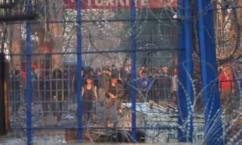 Μεταναστευτικό: Πώς ο κορονοϊός εκτονώνει την ένταση στον Έβρο - Απομακρύνονται οι μετανάστες